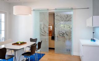 Замена стекол в межкомнатных дверях